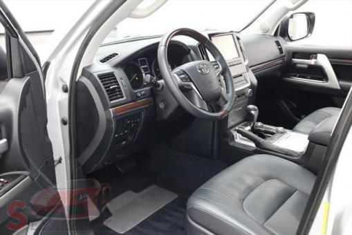 2016 Toyota Land Cruiser V8